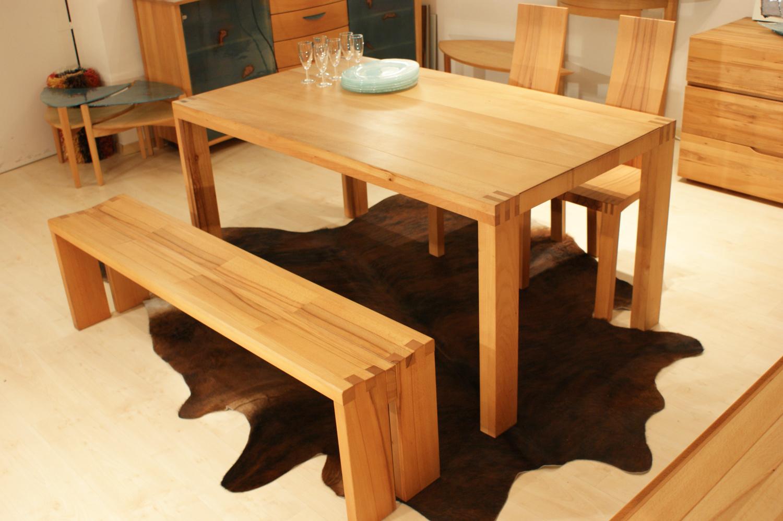 Table et bancs de créateur pour salle à manger en bois massif d'exception sur mesure par l'Atelier Henri Allain